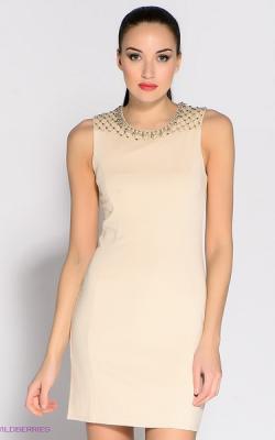 dab52f59840145f Внешне простое и ровное платье преображается с применением в образе бусин  разного размера и формата. Можно дополнительно использовать как кружевные  элементы ...