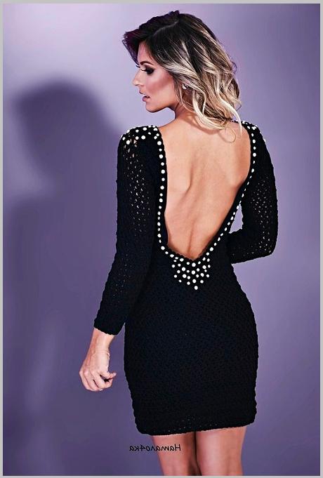 Красивое вязанное платье с бусинками