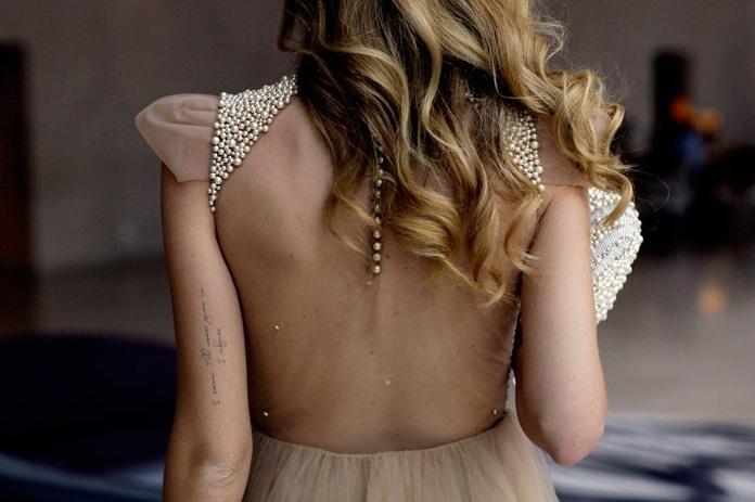 красивое платье с плечиками из бисера