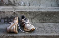 Как удалить запах пота из кроссовок