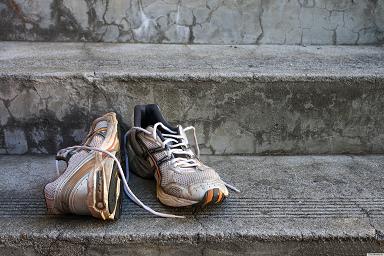 Как избавиться от запаха внутри кроссовок