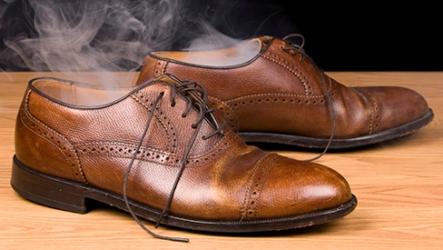 Как избавиться от неприятного запаха в ботинках