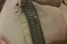 Как починить молнию на куртке, если расходится снизу
