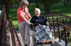 Как начисляется пенсия по уходу за инвалидом и как ее оформить?